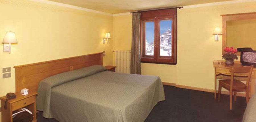 Italy_Cervinia_Hotel_grivola_bedroom.jpg